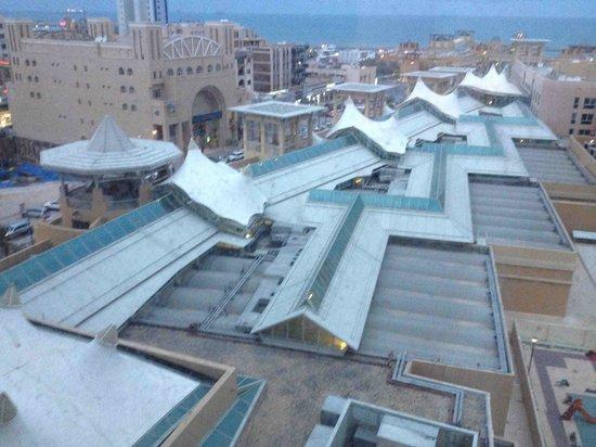 Al Manshar Rotana Hotel: View to sea from the hotel 7th floor