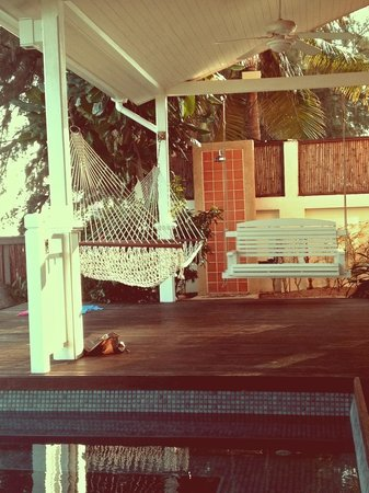NishaVille Resort: Hammock and swing on the deck