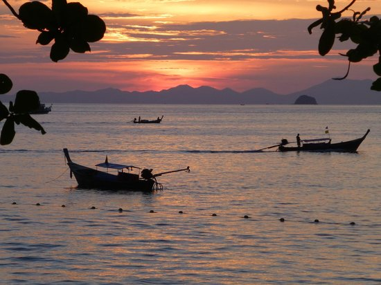 Golden Beach Resort: sunset at Ao Nang beach