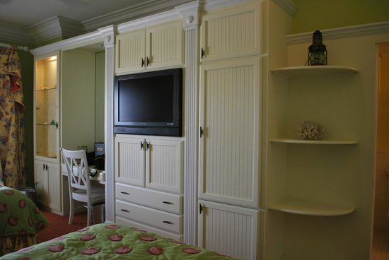 Charleston Harbor Resort & Marina: room entertainment center
