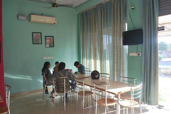 Hotel Mansarovar Palace: RESTAURENT