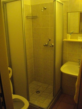 A.E.I.O.U. Oekotel Wienna: Bathroom