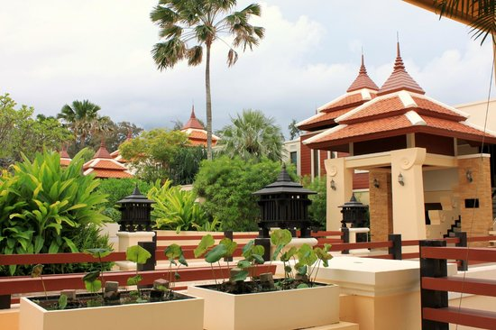 Movenpick Resort Bangtao Beach Phuket: Well-kept grounds