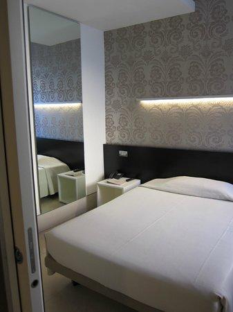 Savoy Hotel : Room 305