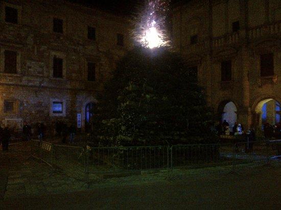 Hotel Tre Stelle: Il falo' di capodanno nella piazza Grande a Montepulciano