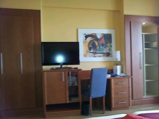 Reina Isabel Hotel: Zimmer