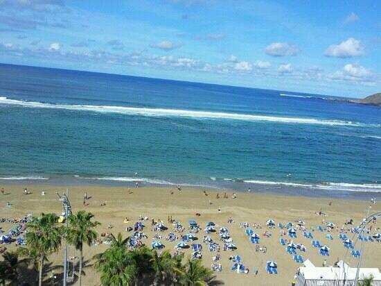 Reina Isabel Hotel: Strandanschnitt des Hotels