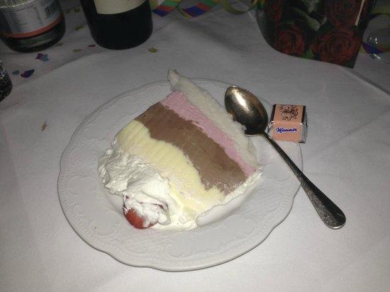 Hotel Alpenrose: 31-Dec-2012 Dinner - ice-cream cake