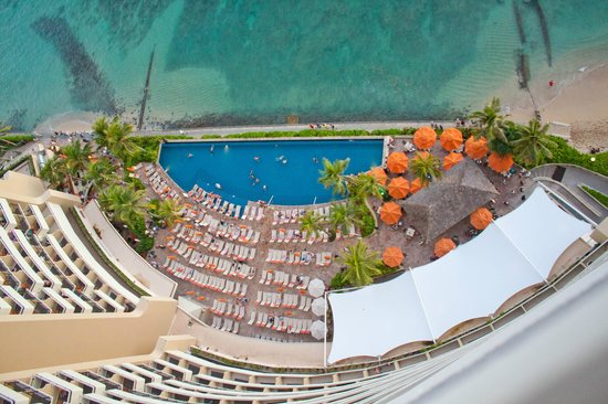 Sheraton Waikiki : view below