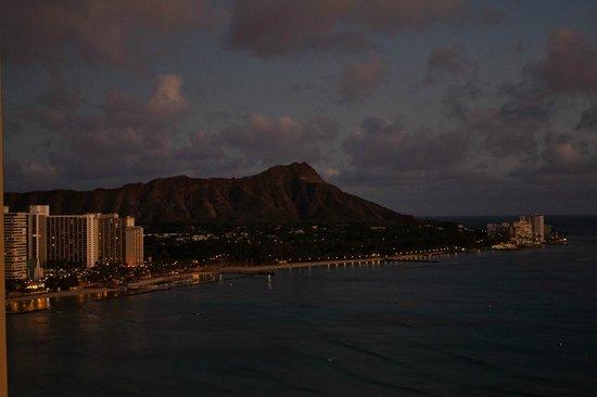Sheraton Waikiki : Night view from balcony