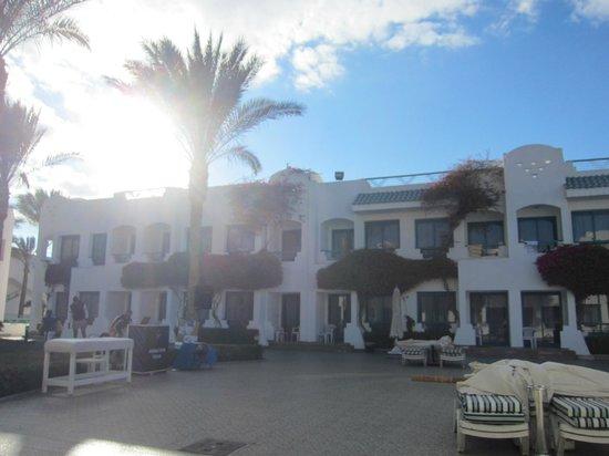 Falcon Hills Hotel: вид на отель