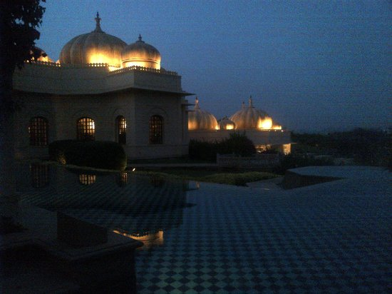 The Oberoi Udaivilas: evening view