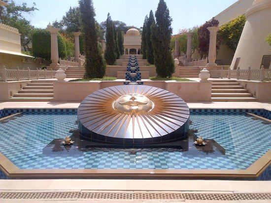 The Oberoi Udaivilas: beautiful landscaping