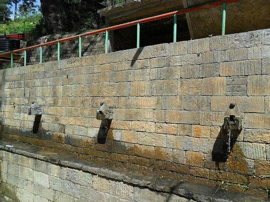 Templo Dakshinkali: washbasin