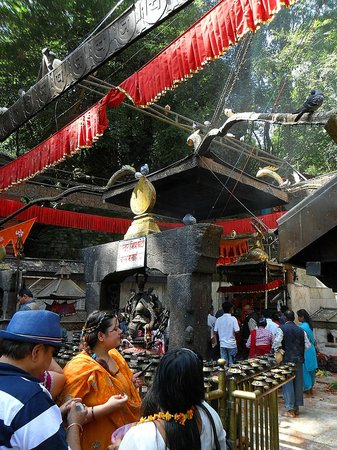 Templo Dakshinkali: temple roof2