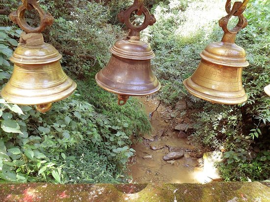 Templo Dakshinkali: bridge bells