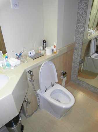 The Apartments Dubai World Trade Centre : Bathroom toilet