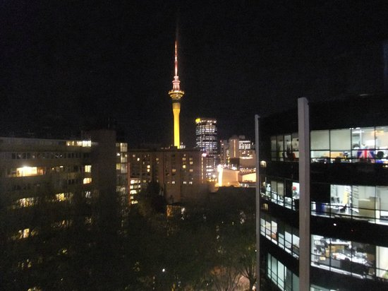 Amora Hotel Auckland: View of Sky Tower from room
