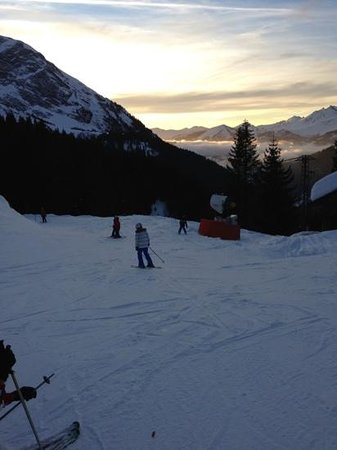 Alpine Highs Chalet Joran: Fabulous sunset on last run home down to Prodains.