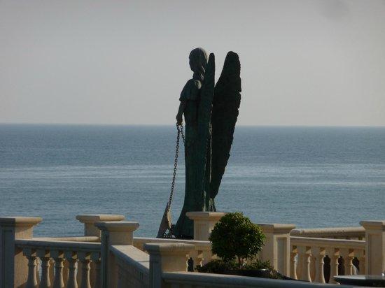 جراند هوتل ميناريتو: The angel on the top sunbathing terrace 