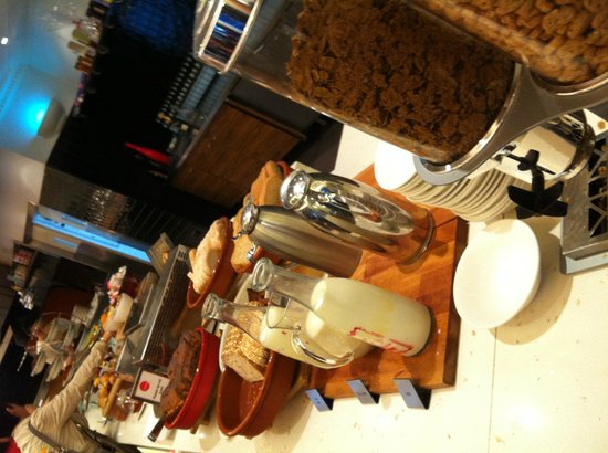 Rydges World Square Sydney Hotel: Breakfast