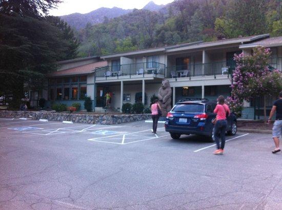 Cedar Lodge: vue extérieur de l'hotel