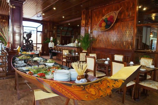 Sayana Hotel & Spa: Crazy good breakfast served in a boat