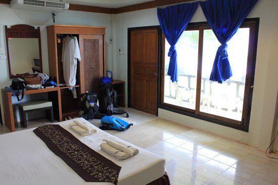 Lanta Nice Beach Resort: Chambre vue mer