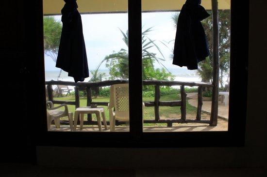 Lanta Nice Beach Resort: Vue depuis le lit