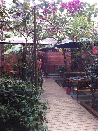 Remy's Garden Hotel : Der Frühstücksgarten