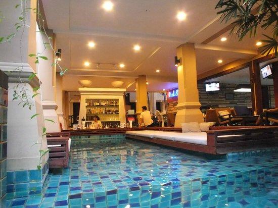 Burasari Resort: Pool Bar - from the pool