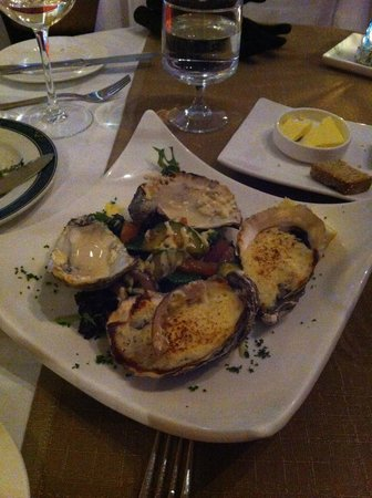 Mangos Restaurant: Baked oysters with crab and cream cheese