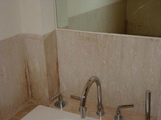 โรงแรมฮอลิเดย์ อินน์ บันดุง: bathroom in the executive room, new building