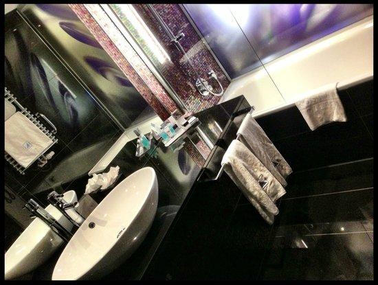 Eurostars Grand Central: Bagno stanza 319