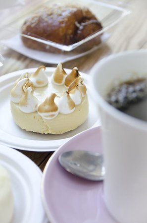 Delicious lemon cake, Lee & Marie's Cakery