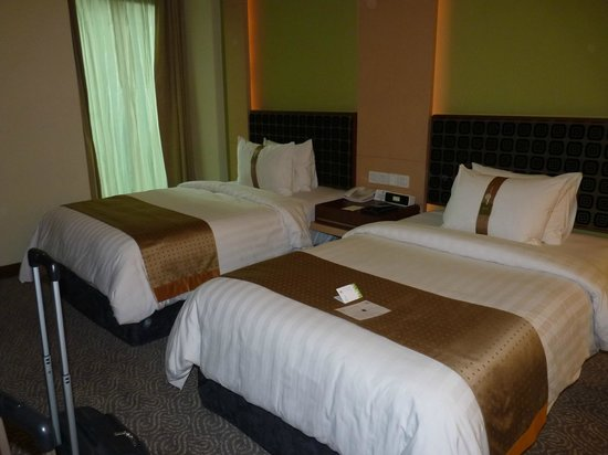 Holiday Inn Bandung: Twin beds, executive room, new building