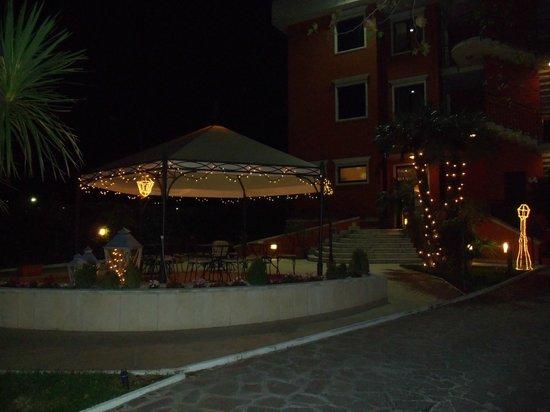 Hotel Dei Platani: Il giardino illuminato
