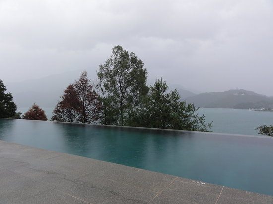 The Lalu Sun Moon Lake: infinity pool