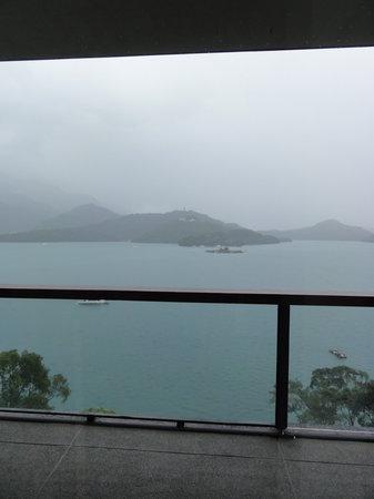 โรงแรม เดอะ ลาลู: view from the lobby