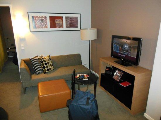 Adina Apartment Hotel Berlin Mitte: Gemütlicher Wohnbereich