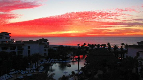 Cabo Azul Resort: Sunrise