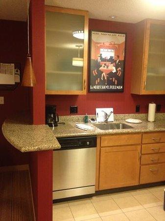 Residence Inn Toledo Maumee: kitchen