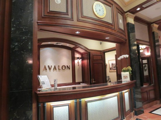 Avalon Hotel: Front Desk