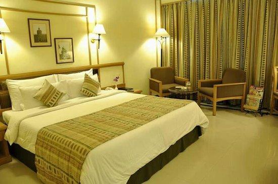 Aditya Park Hyderabad: Junior suites bed