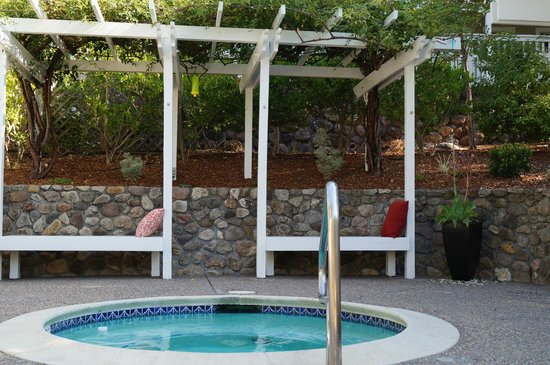 Olea Hotel: hot tub lounge area