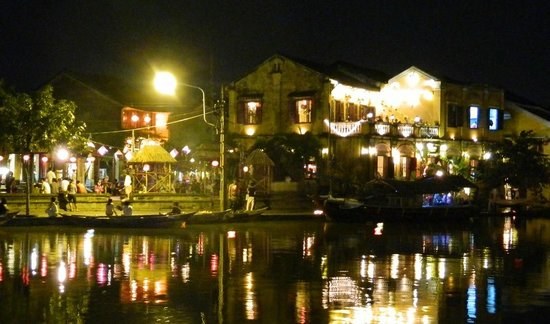 Hoian Discovery Day Tours: Thu Bon river view on Fullmoon night