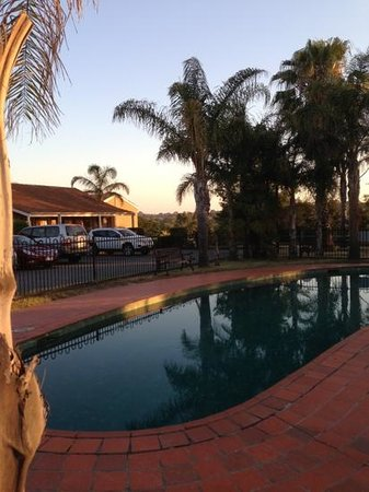 Best Western Airport Motel & Convention Centre: swimming pool