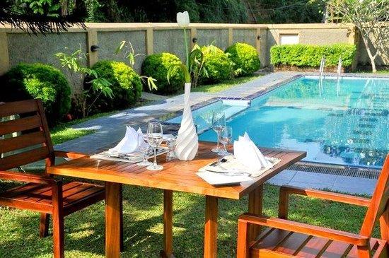 Swetha Villa : Poolside Dining