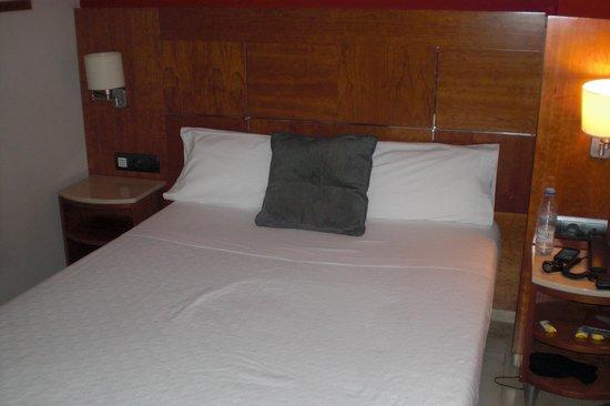 Hotel Calasanz: De kamer