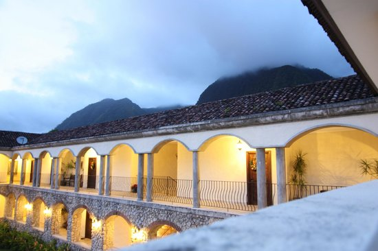 Los Mandarinos Boutique Spa & Hotel Restaurant: View over main building to Cerro Gaital